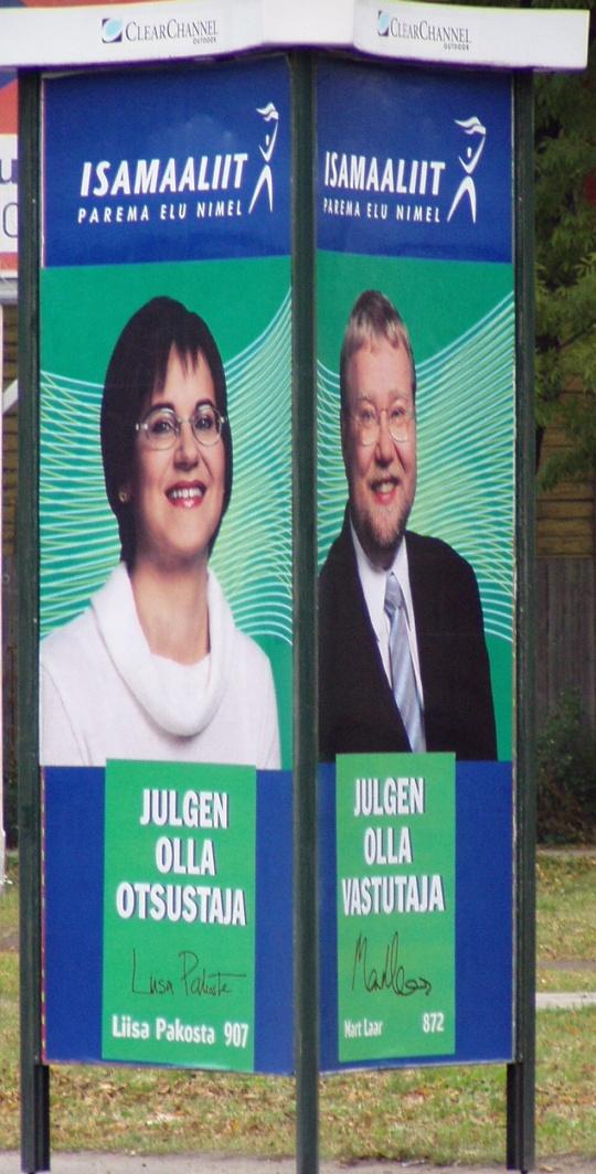 Liisa Pakosta julges olla otsustaja. Mart Laar julges olla vastutaja. Mõlemate kohta võib aga öelda läbikukkuja. 2002. oktoobri KOV valimiste reklaam. Foto Virgo Kruve