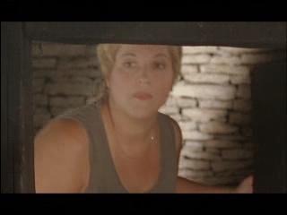 Kaia Iva valimisreklaamis sauna uksest sisenemas.